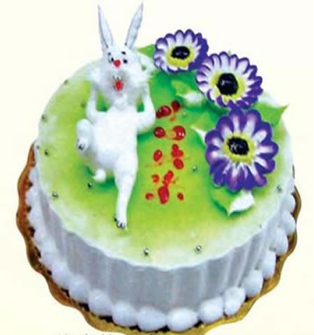 鲜奶生肖蛋糕:装饰可爱小白兔一只